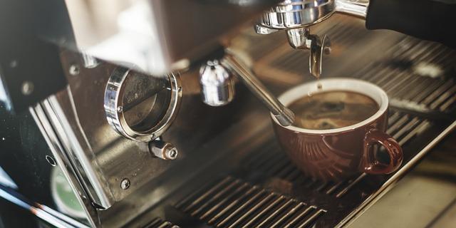 robi kawę